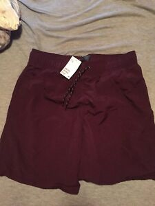 H&M burgundy men's bathing suit size medium (never been worn)