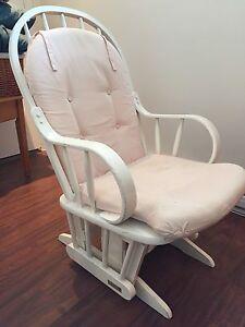 Chaise berçante en bois Dutailier