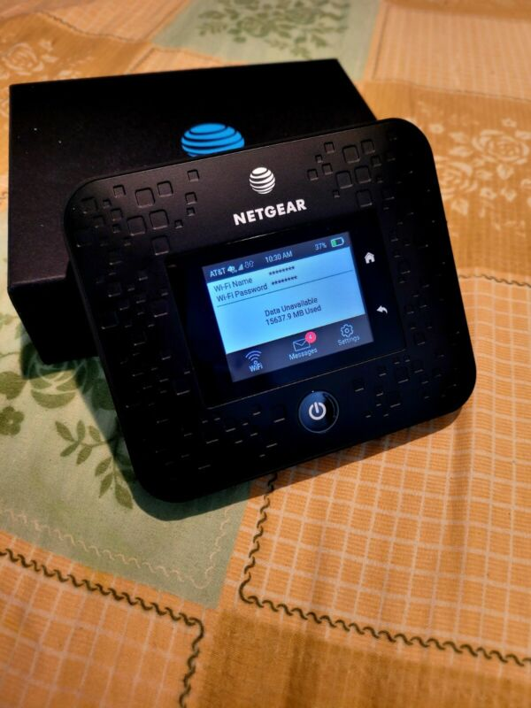 Rear Unlocked AT&T 5G+ Netgear Nighthawk MR5000 in Mint Condition