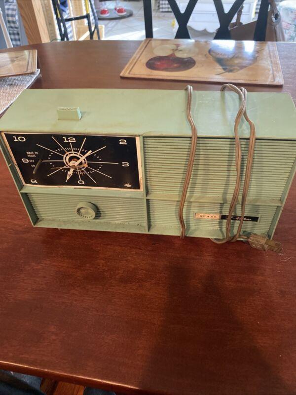 Vintage Sears Silvertone Model 7032 Blue Radio/ Clock Radio