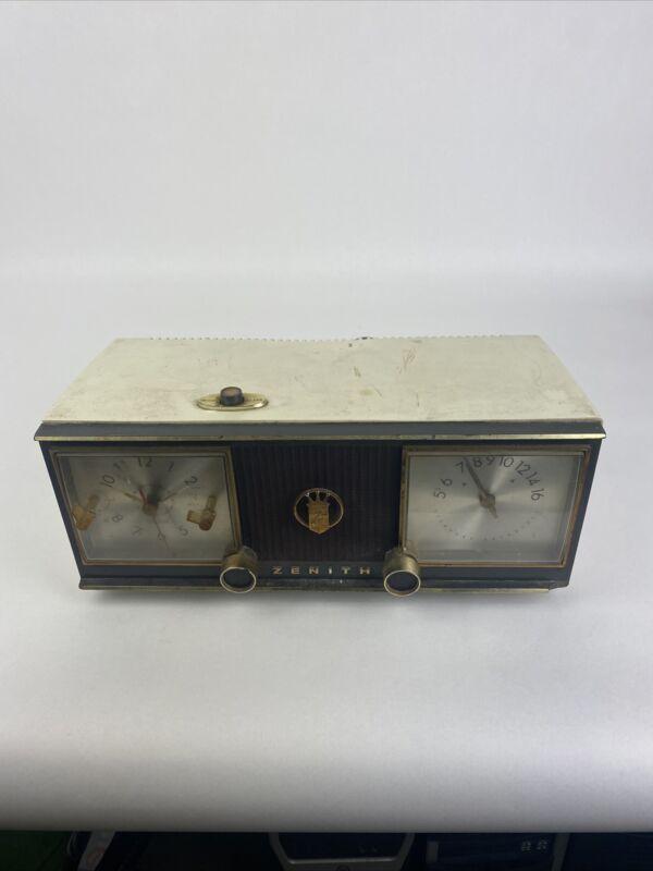 Zenith Model C624 Clock Radio Untested