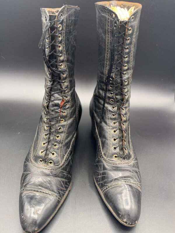 Ladies Antique Victorian Lace Up Leather Boots With 1 1/2 Inch Heel