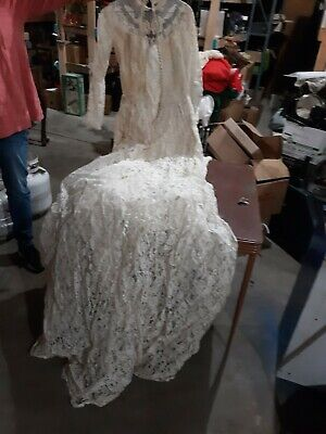 Womens Vintage Wedding Dress 1950s Long Sleeve with Train Lace