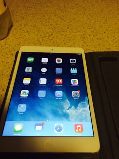 iPad 2 mini barely used with pink case 16gb Balga Stirling Area Preview
