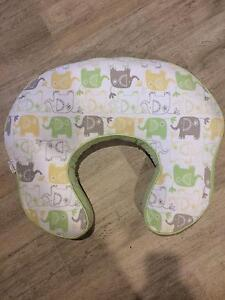 Nursing vibrating pillow, support baby lying/sitting up Wallsend Newcastle Area Preview