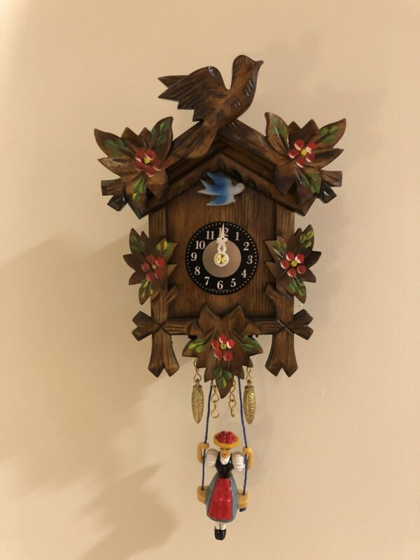 German Black Forest Cuckoo Clock Quartz Movement Trenkle Uhren
