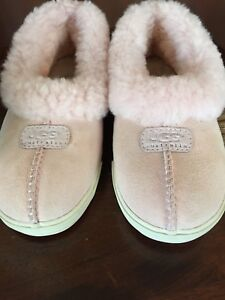 Girls UGG slippers size 3y