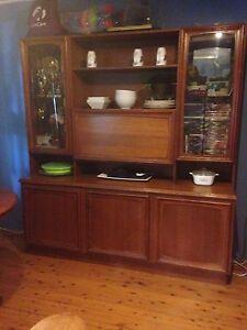 Chiswell buffet and hutch in excellent condition Arcadia Hornsby Area Preview