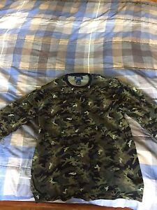 Long sleeve camo Ralph lauren shirt ( 30$ Size large)