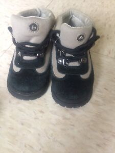 Hiking toddler size 6 boots