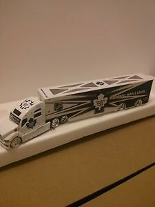 NHL TORONTO MAPLE LEAF diecast 1:24 transport truck Windsor Region Ontario image 1