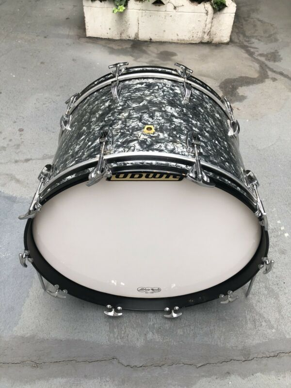 """Vintage 1969 Ludwig 22""""x14"""" Bass Drum . Virgin !!!"""