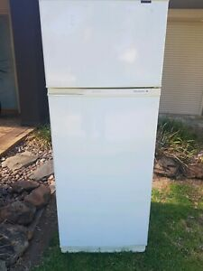 Fridge Freezer ( Kelvinator 400 litre)