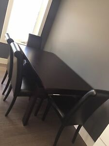 Mobler dining table with leaf & 4 parsons chairs