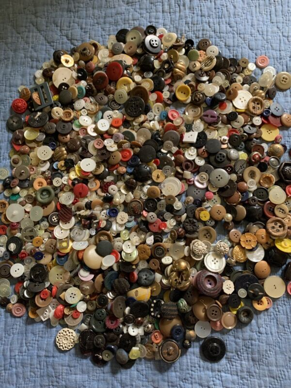 OLD VINTAGE BUTTONS AWESOME MIX OF 100 PIECES VARIOUS TYPES AND SIZES SEE PICS