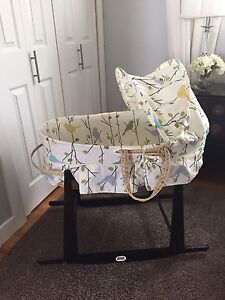 Jolly Jumper Moses Bassinet and Stand