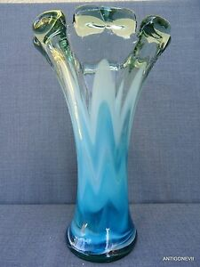 tres beau vase ancien en verre souffle avec inclusion de. Black Bedroom Furniture Sets. Home Design Ideas