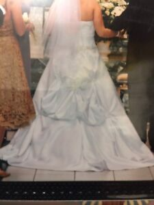 MOVING- White Wedding Dress, Tiara & Veil - Can Deliver