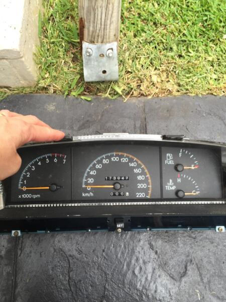 Commodore instrument cluster replacement user manuals array holden commodore instrument cluster v6 vp other parts rh gumtree fandeluxe Gallery