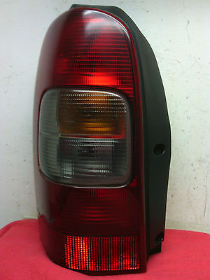 1997 - 2005 Chevrolet Venture 1997 - 2004 Olds Silhouette driver side tail light
