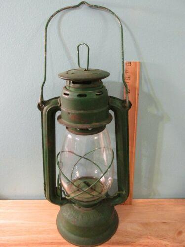 VTG Dark Green World Light MFY LTD Globe Brand #707 Kerosene Lantern - Hong Kong