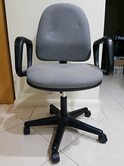 Computer chair with arm rest