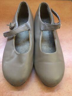 Dance class kids tap shoes size 10