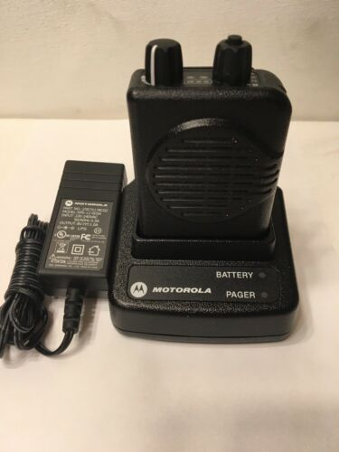 MOTOROLA MINITOR V 5 UHF BAND PAGERS 450-457.9875 MHz STORED VOICE 2-CHANNEL