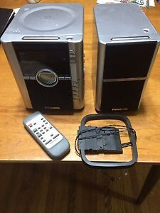 Stereo CD, AM/FM Radio alarm with remote