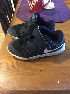 Boys nike shoes size 10