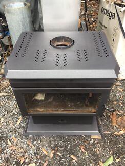 Free standings wood heater