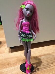 2 poupée monster high à vendre