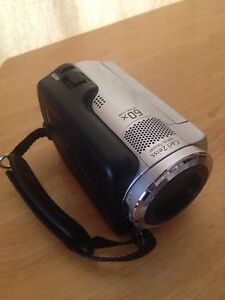 Sony dcr-sr47/e handy cam with battery/charger and cable