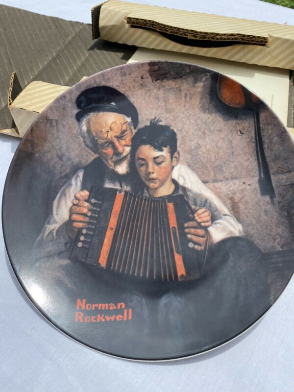 """1981 Norman Rockwell """"The Music Maker""""  By Edwin Knowles Decorative Plate"""