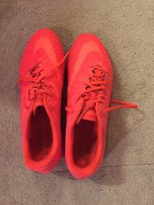 NIKE INDOOR TURF SOCCER SHOES MINT CONDITION