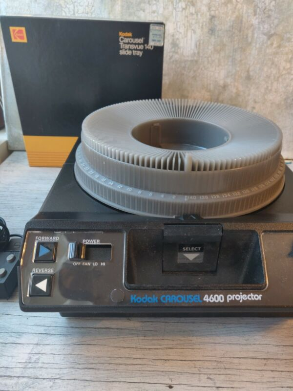 Kodak 4600 Carousel Slide Projector with Lens, Tray, Remote TESTED WORKS!