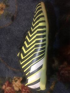 Messi Jr. Outdoor Soccer Cleats Size 5