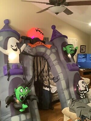 Halloween Gemmy 9.5ft Lighted Animated Haunted House Archway Airblown Inflatable