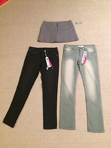 Women/Girl- lot of clothing size 5 women's/youth- see pics