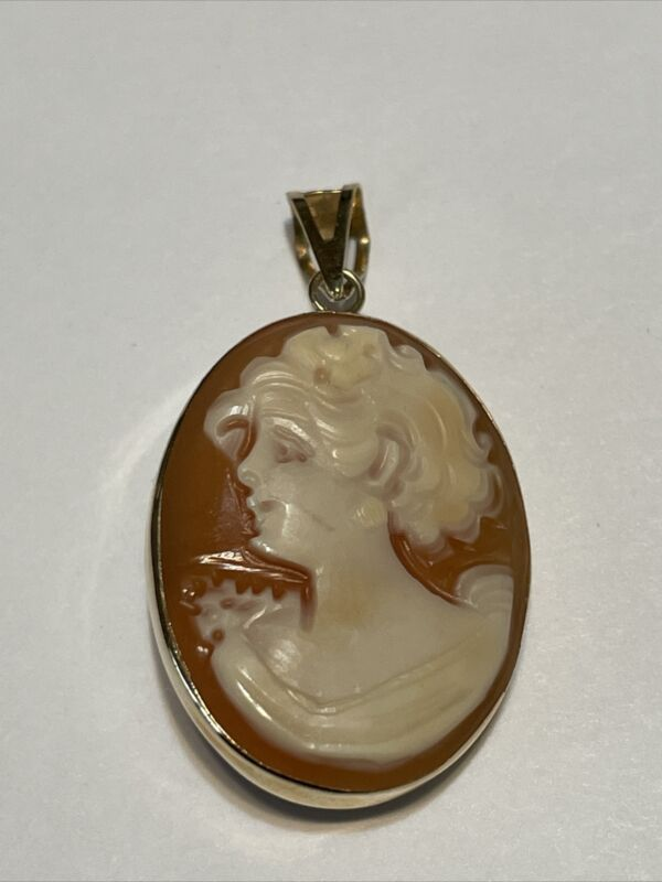 14KT Yellow Gold Cameo Flower Two Sided Pendant