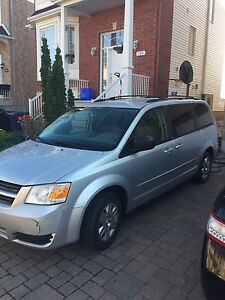 Dodge Grand Caravan swivel & Go 2008 DVD  & backup camera