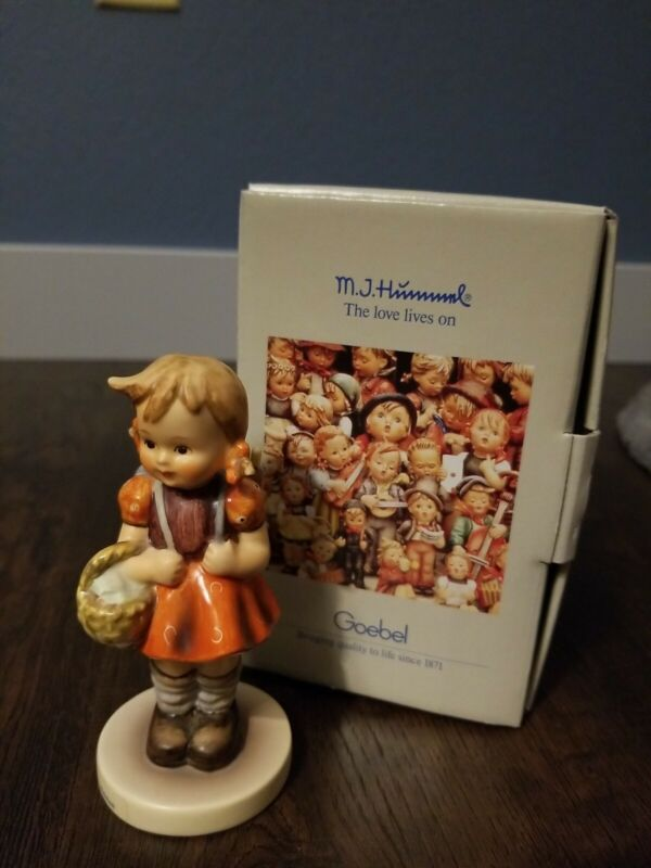 """HUMMEL """"School Girl"""" 81 2/0**Mint Condition With BOX."""