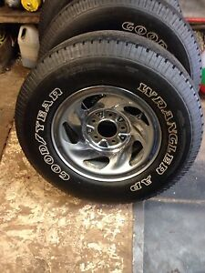 Ford rims and tires 255/70/16. 200$