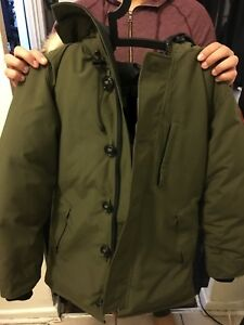 Canada goose chateau jacket size: medium, military green