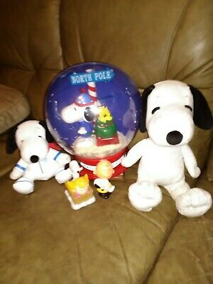Collectible Lot of 5 Snoopy toys, Christmas snow globe, 2 Figurines & 2 Plush.