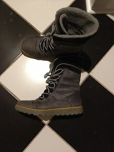 Women's Ecco Winter Boots Size 40 (9-10)