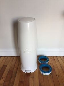 Diaper Genie Elite with extra roll (EUC)