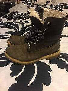 Woman's Size 9 Timberlands