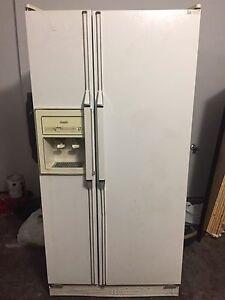 Inqlis refrigerator.