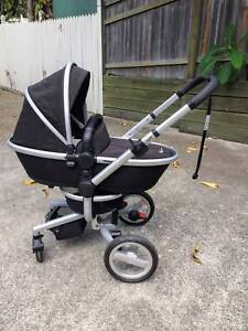 Silvercross Surf Pram - great condition with many accessories
